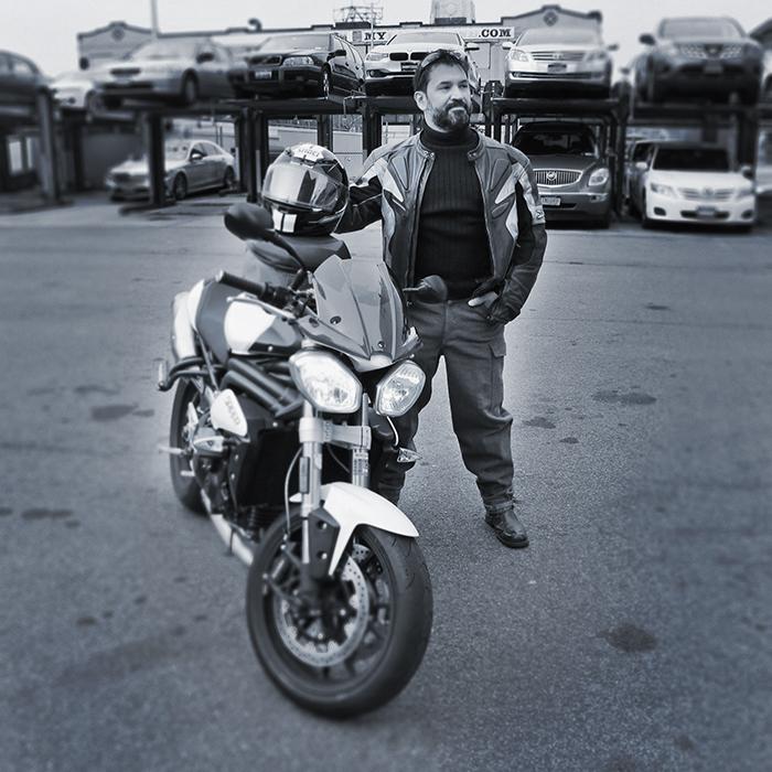©2017-Alexander-Bitar-portrait-motorcycle-triumph-1050cc